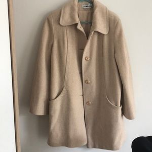 Women's single breasted coat with pockets